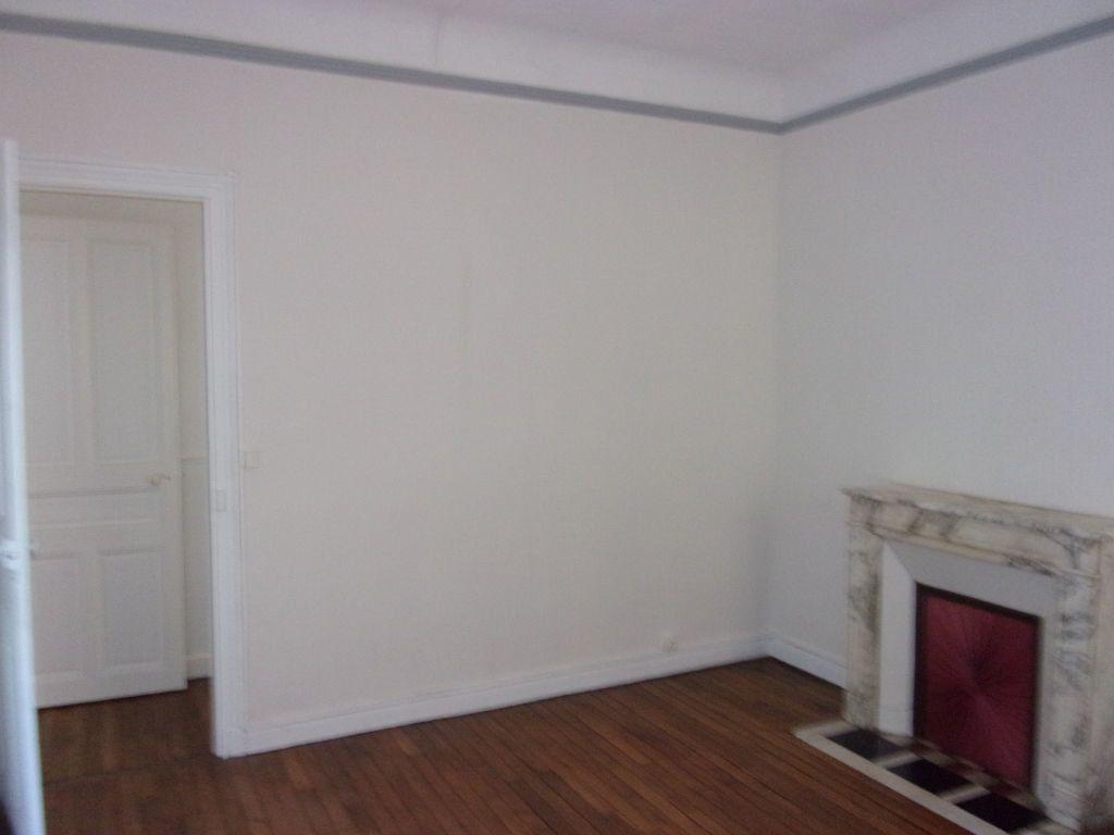 Appartement à louer 3 106.6m2 à Saint-Quentin vignette-4