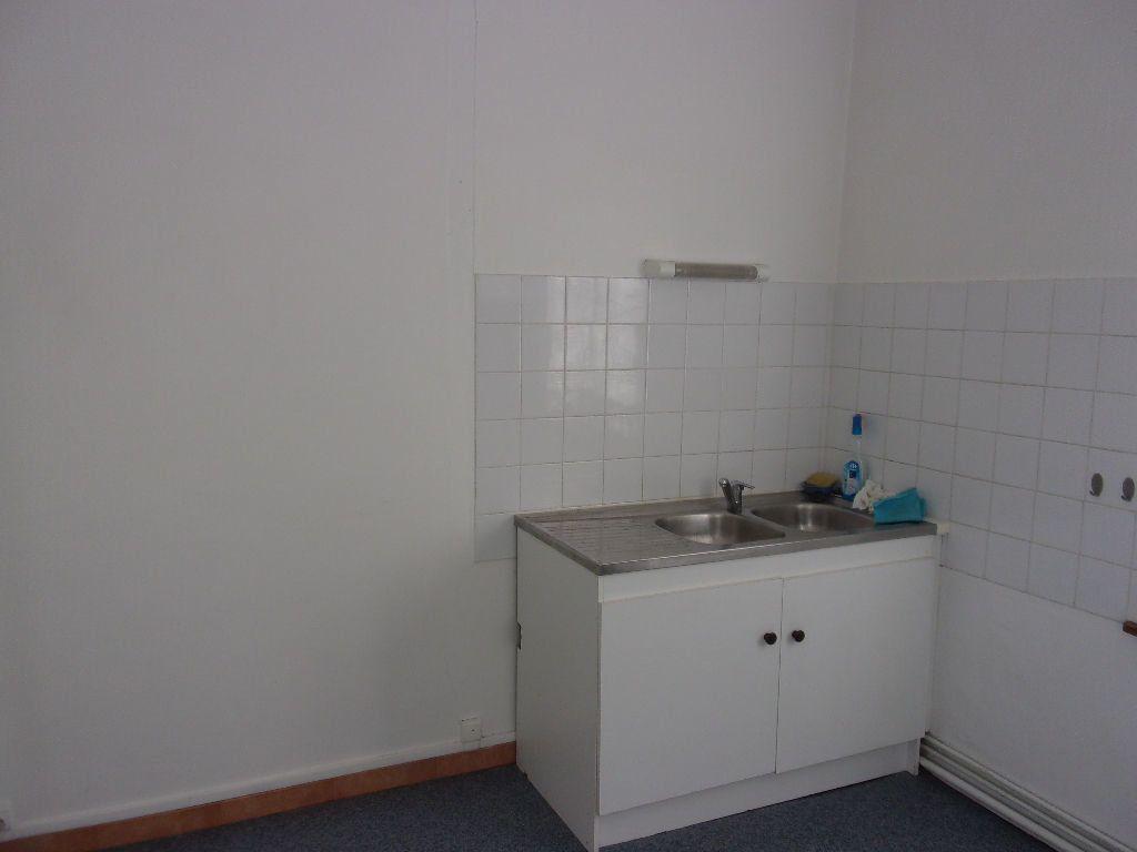 Appartement à louer 3 106.6m2 à Saint-Quentin vignette-6