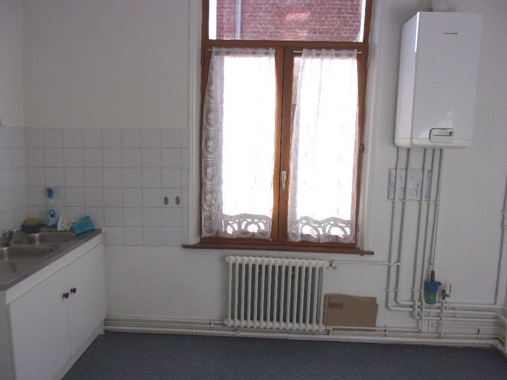 Appartement à louer 3 106.6m2 à Saint-Quentin vignette-7
