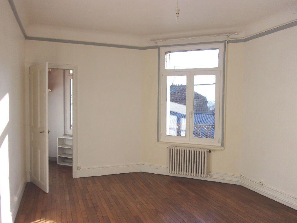 Appartement à louer 3 106.6m2 à Saint-Quentin vignette-9