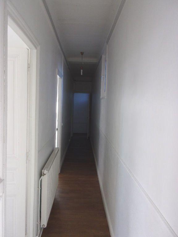 Appartement à louer 3 106.6m2 à Saint-Quentin vignette-10