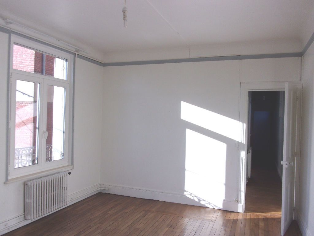 Appartement à louer 3 106.6m2 à Saint-Quentin vignette-11