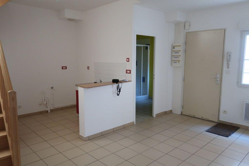 Appartement à louer 2 38m2 à Saint-Quentin vignette-1