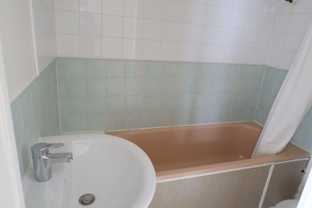 Appartement à louer 1 20.6m2 à Saint-Quentin vignette-3