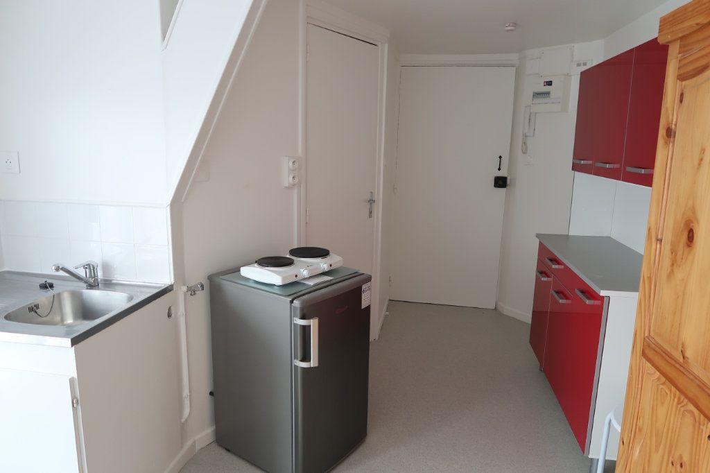 Appartement à louer 1 15m2 à Saint-Quentin vignette-2