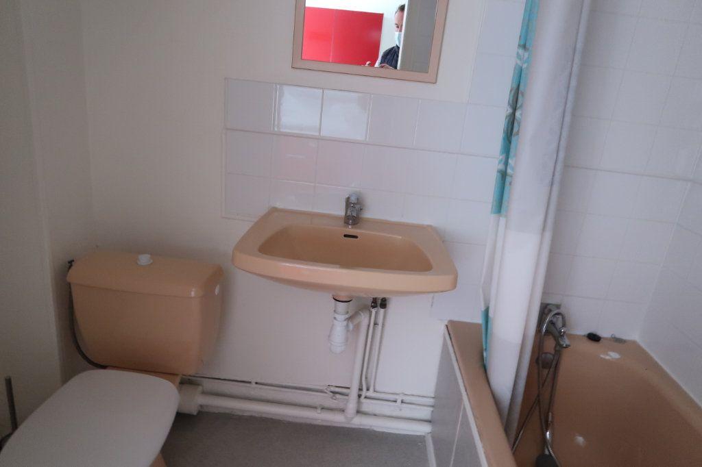 Appartement à louer 1 15m2 à Saint-Quentin vignette-5