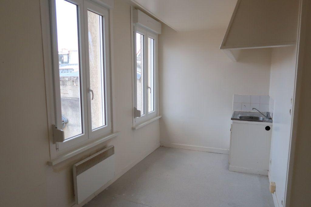 Appartement à louer 2 33m2 à Saint-Quentin vignette-2