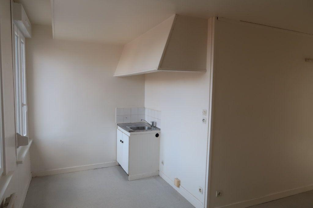 Appartement à louer 2 33m2 à Saint-Quentin vignette-3