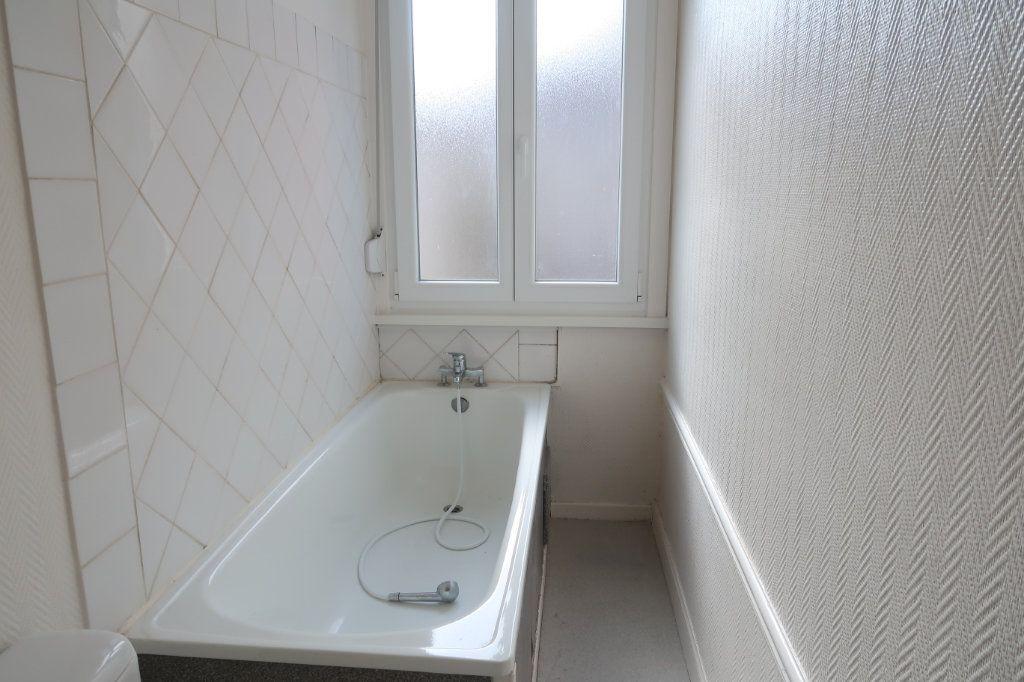 Appartement à louer 2 33m2 à Saint-Quentin vignette-5