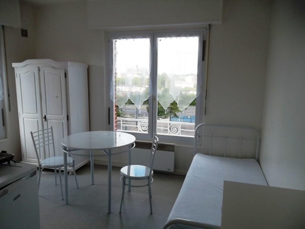 Appartement à louer 1 15m2 à Saint-Quentin vignette-1