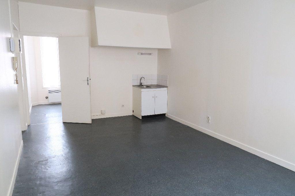 Appartement à louer 2 32.18m2 à Saint-Quentin vignette-1