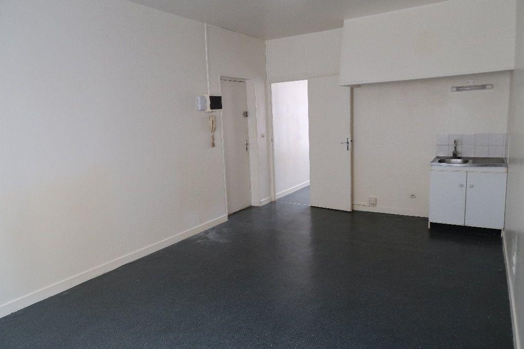 Appartement à louer 2 32.18m2 à Saint-Quentin vignette-2