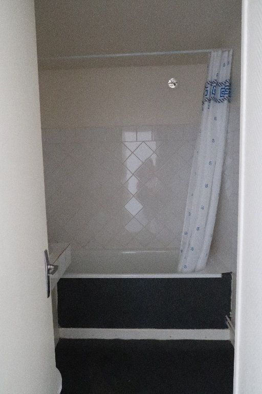 Appartement à louer 2 32.18m2 à Saint-Quentin vignette-4