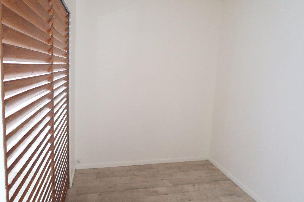 Appartement à louer 2 38.3m2 à Saint-Quentin vignette-3