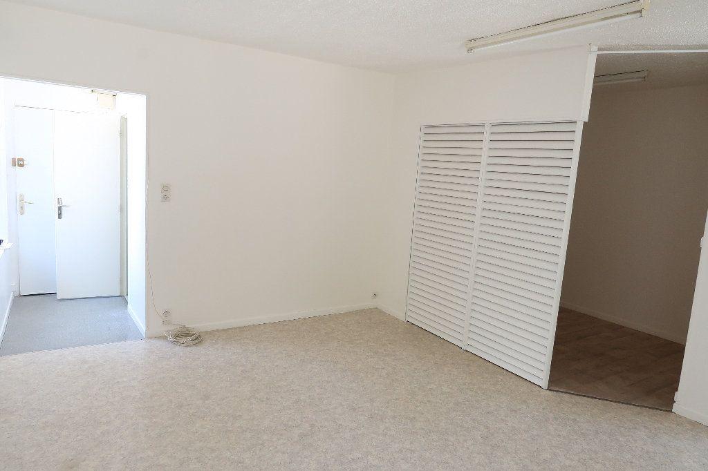 Appartement à louer 2 38.3m2 à Saint-Quentin vignette-4