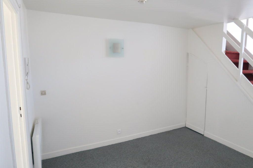 Appartement à louer 2 61.49m2 à Saint-Quentin vignette-6