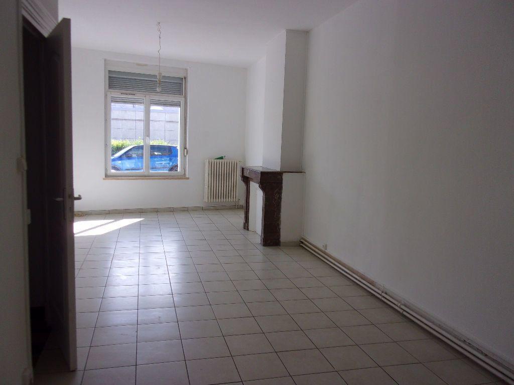 Maison à louer 4 143.6m2 à Saint-Quentin vignette-1