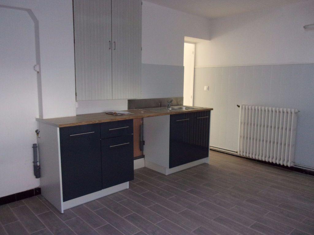 Maison à louer 4 143.6m2 à Saint-Quentin vignette-2