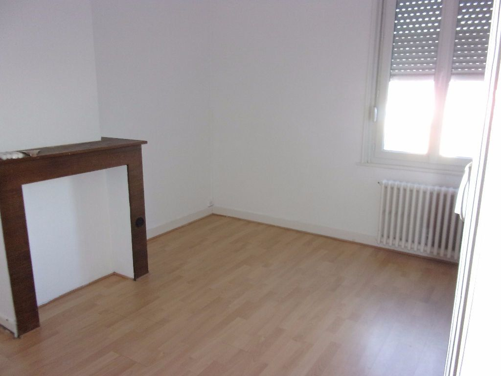 Maison à louer 4 143.6m2 à Saint-Quentin vignette-3