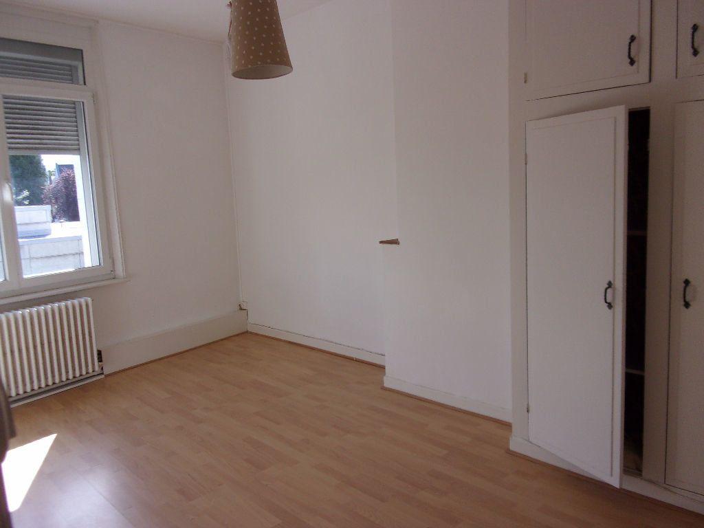 Maison à louer 4 143.6m2 à Saint-Quentin vignette-5