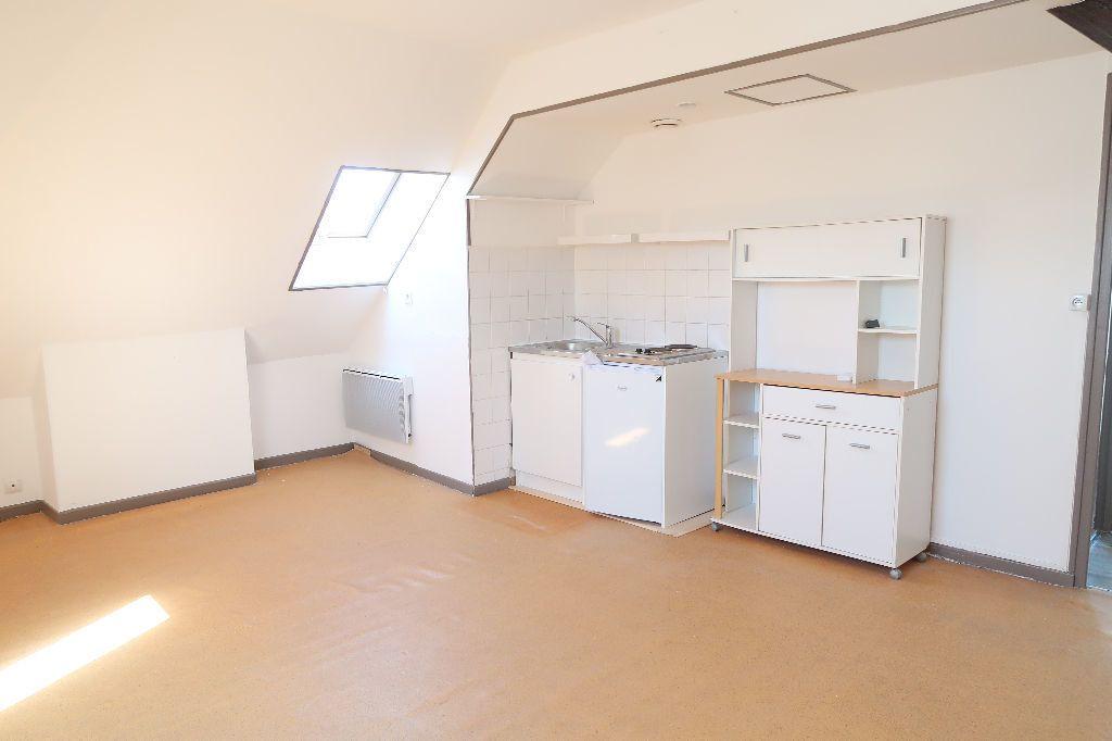 Appartement à louer 2 31m2 à Saint-Quentin vignette-1