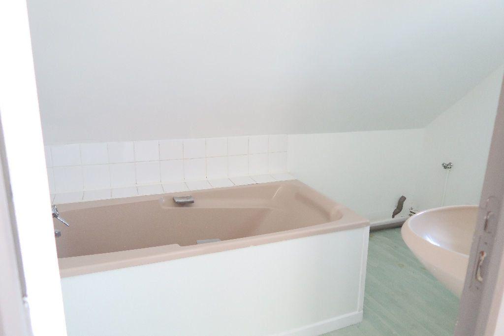Appartement à louer 2 31m2 à Saint-Quentin vignette-4