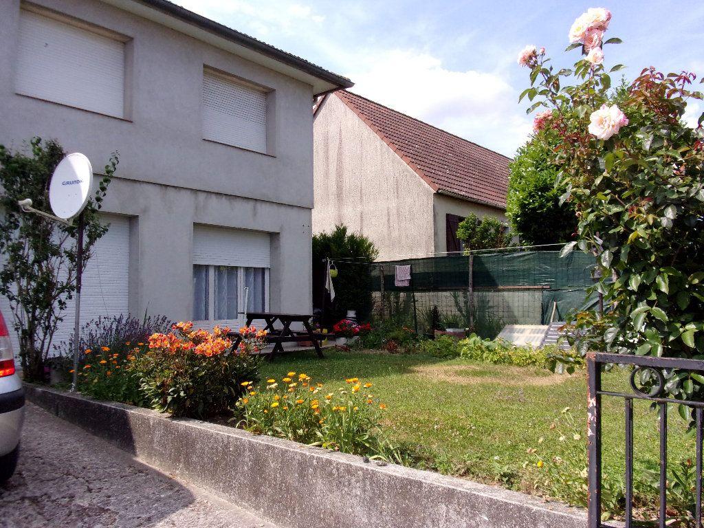 Appartement à louer 3 70m2 à Homblières vignette-1