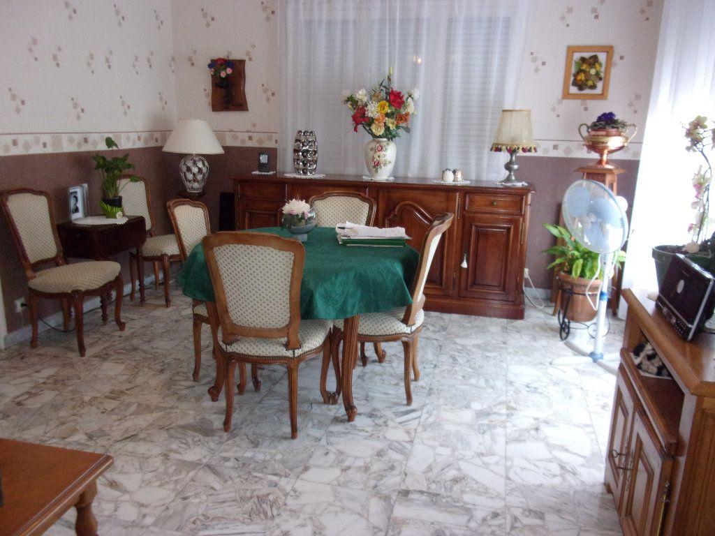 Appartement à louer 3 70m2 à Homblières vignette-2