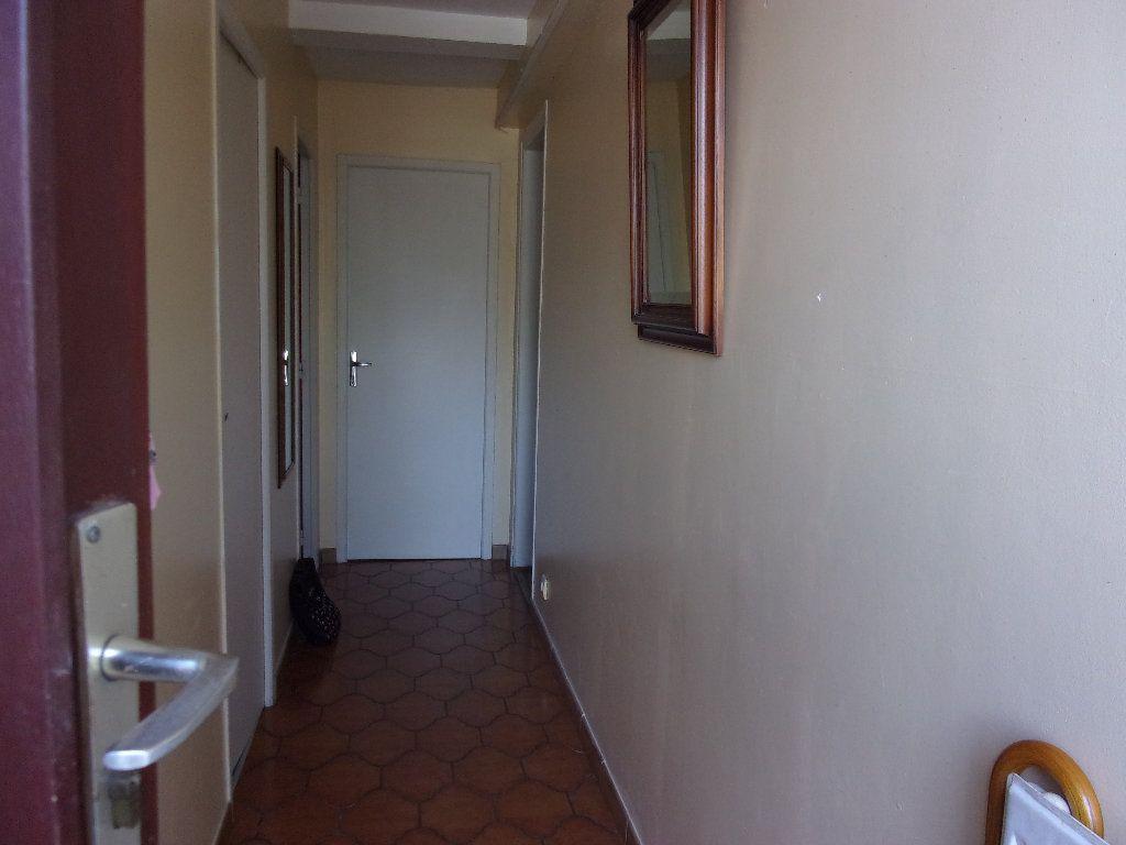 Appartement à louer 3 70m2 à Homblières vignette-4