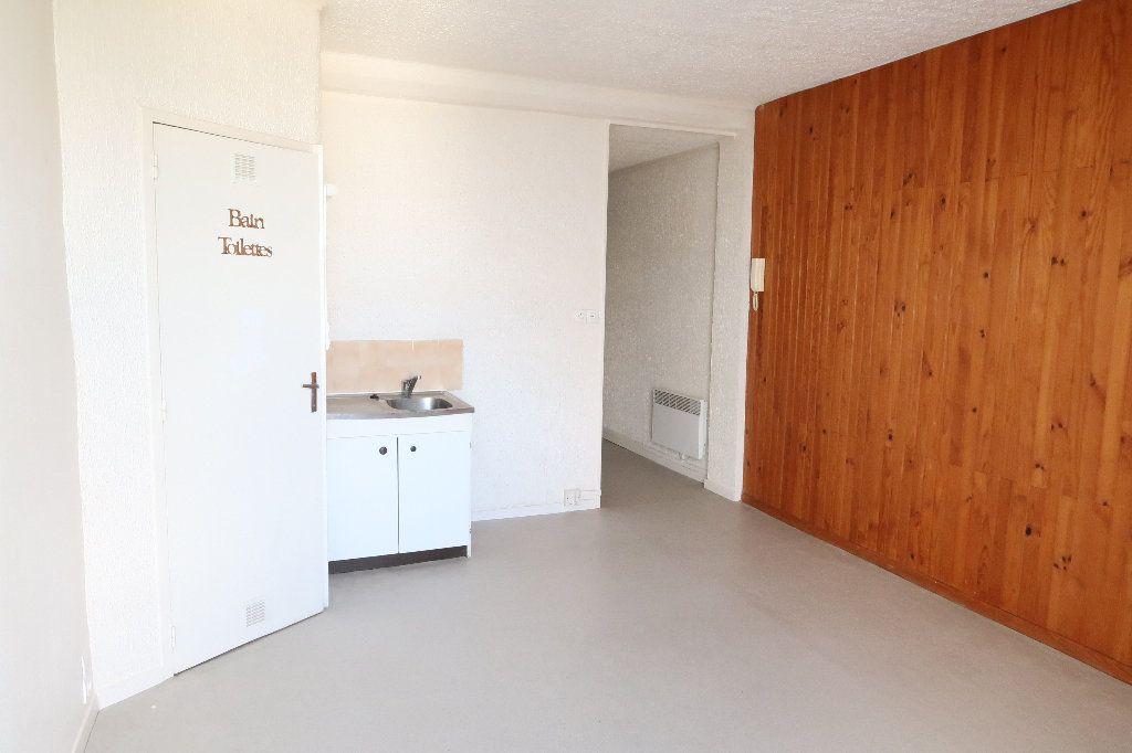 Appartement à louer 2 22.73m2 à Saint-Quentin vignette-1
