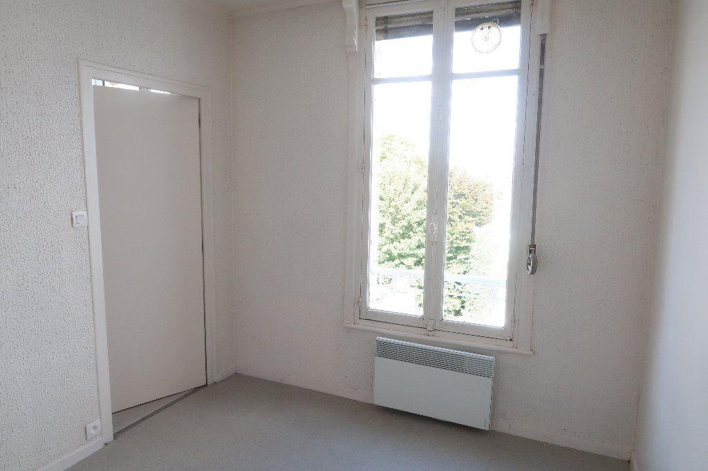 Appartement à louer 2 22.73m2 à Saint-Quentin vignette-2