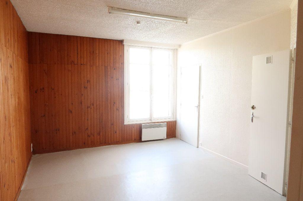 Appartement à louer 2 22.73m2 à Saint-Quentin vignette-3