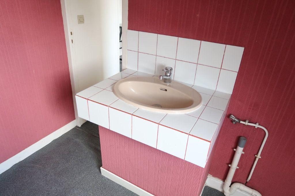 Appartement à louer 1 29m2 à Saint-Quentin vignette-5