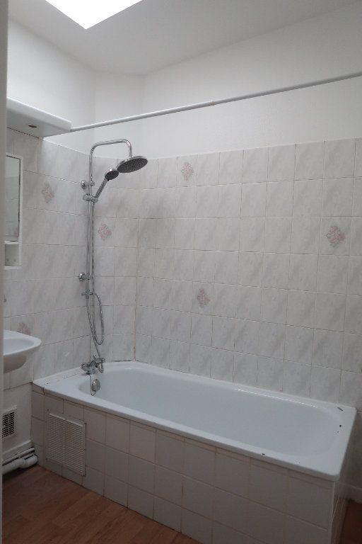 Appartement à louer 1 27.72m2 à Saint-Quentin vignette-5