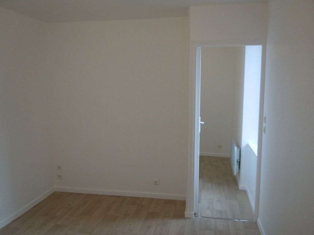 Appartement à louer 2 24.86m2 à Saint-Quentin vignette-3