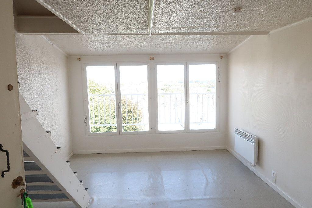 Appartement à louer 2 32.6m2 à Saint-Quentin vignette-2
