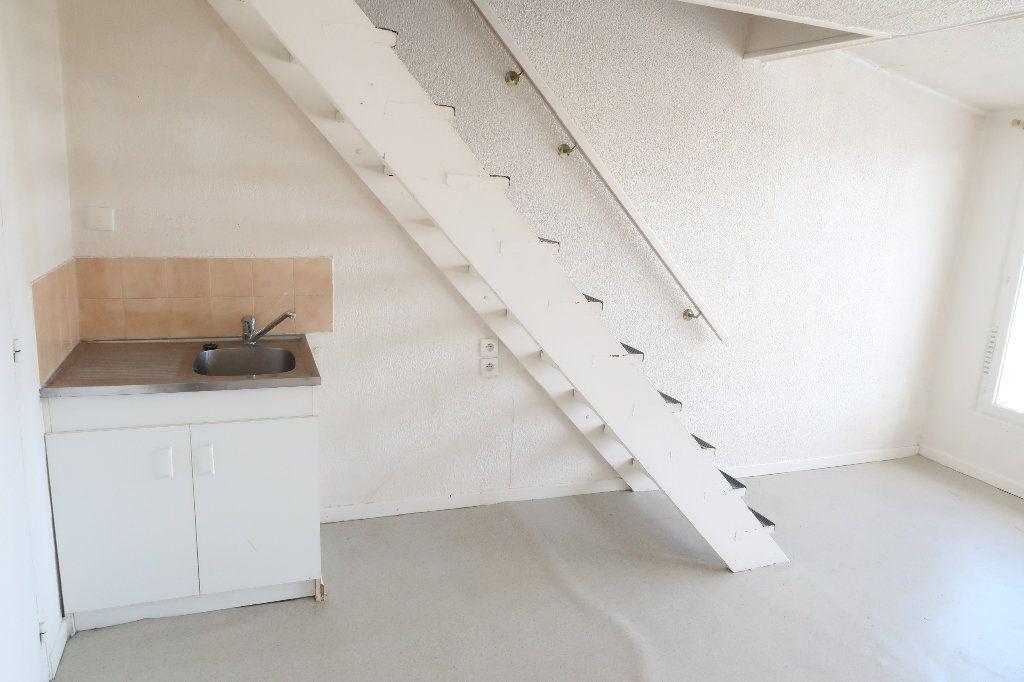Appartement à louer 2 32.6m2 à Saint-Quentin vignette-3