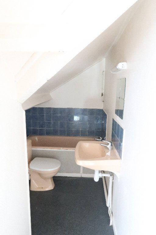 Appartement à louer 2 32.6m2 à Saint-Quentin vignette-4
