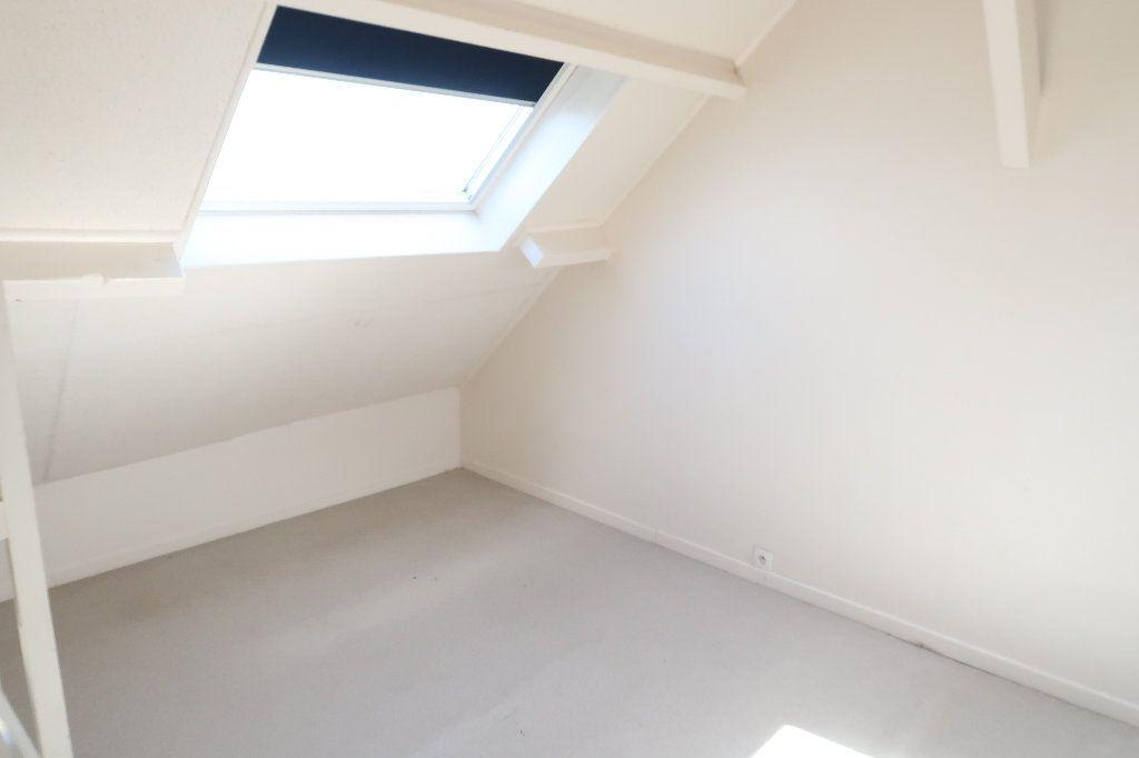 Appartement à louer 2 32.6m2 à Saint-Quentin vignette-5