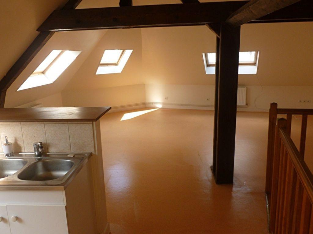 Appartement à louer 3 60m2 à Saint-Quentin vignette-1