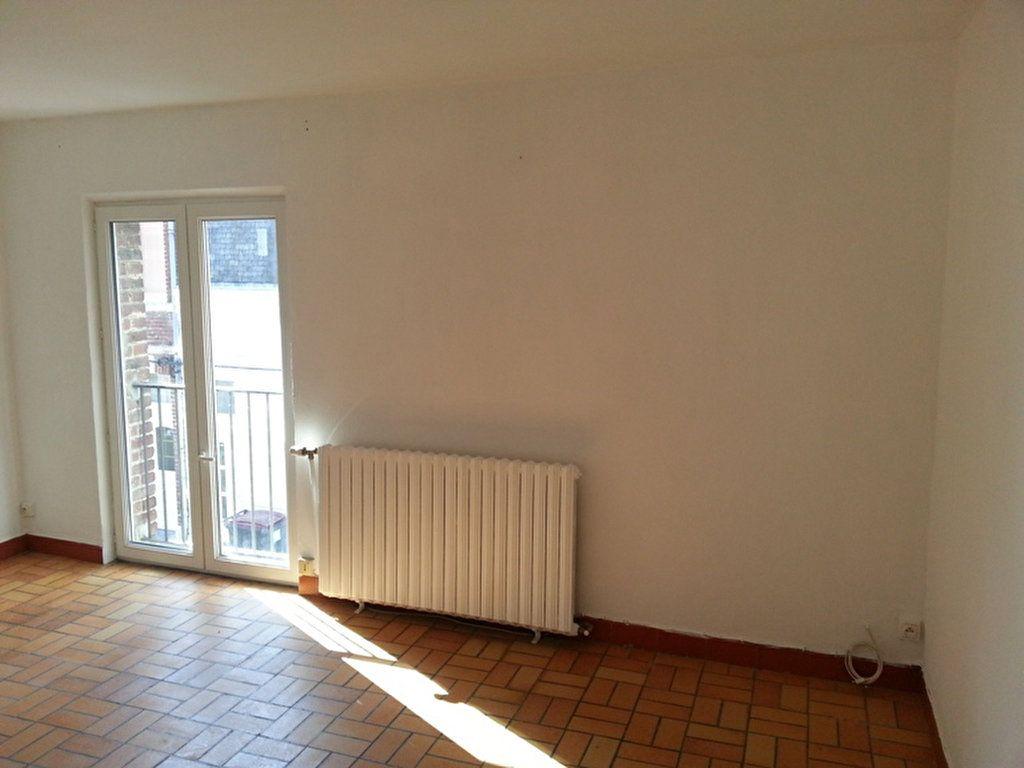 Appartement à louer 2 27.4m2 à Saint-Quentin vignette-2