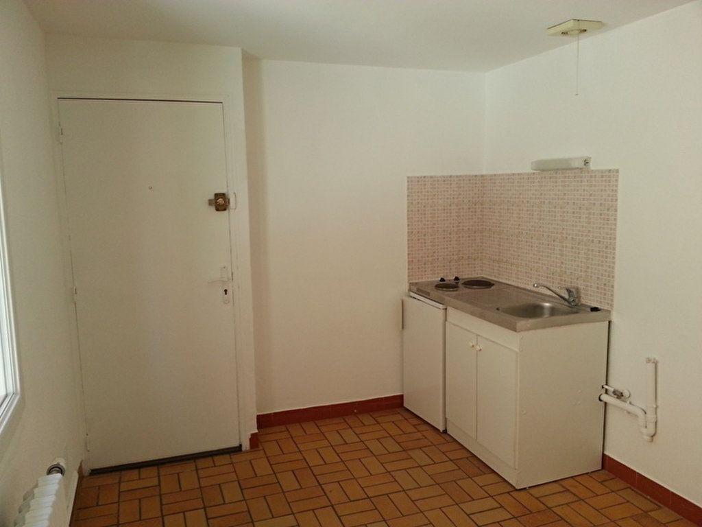 Appartement à louer 2 27.4m2 à Saint-Quentin vignette-6