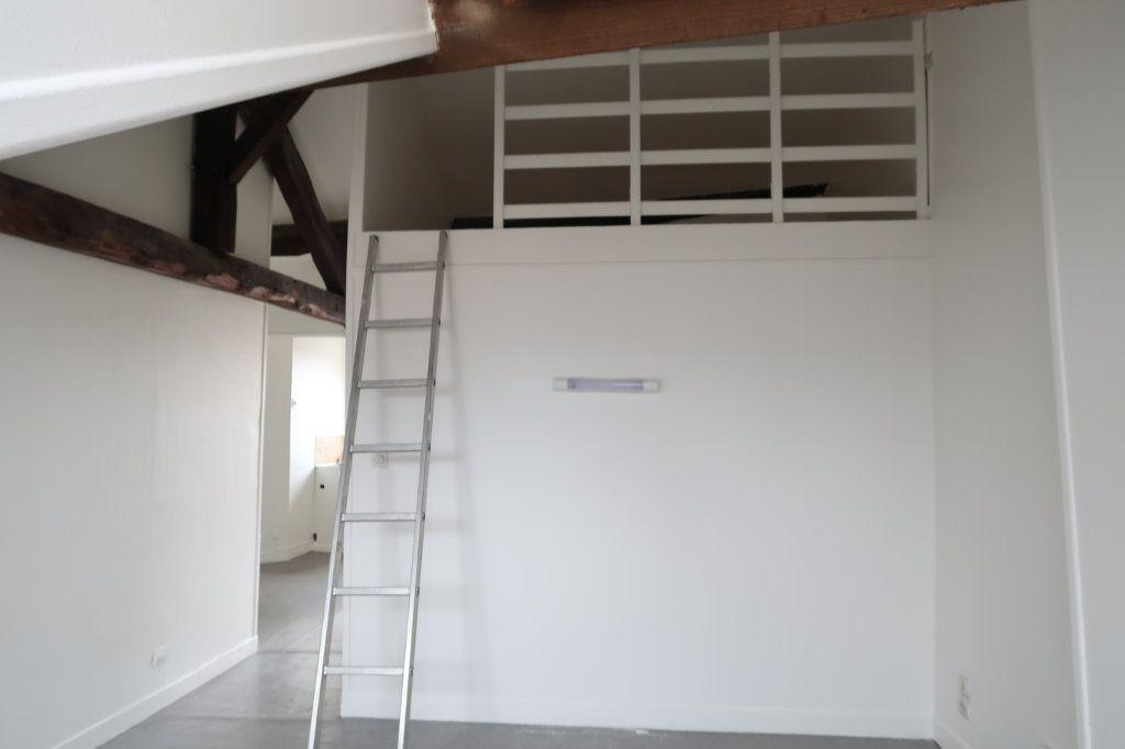 Appartement à louer 2 34m2 à Saint-Quentin vignette-3
