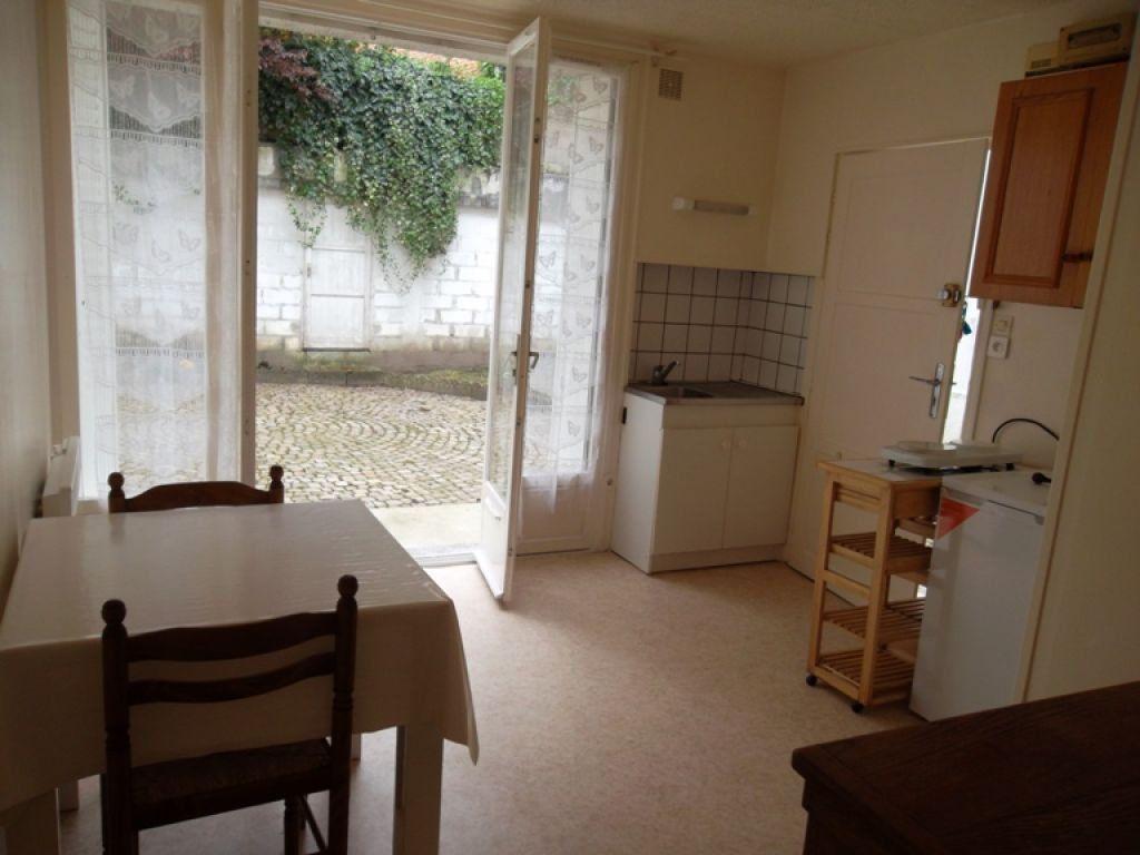 Appartement à louer 2 21.78m2 à Saint-Quentin vignette-1