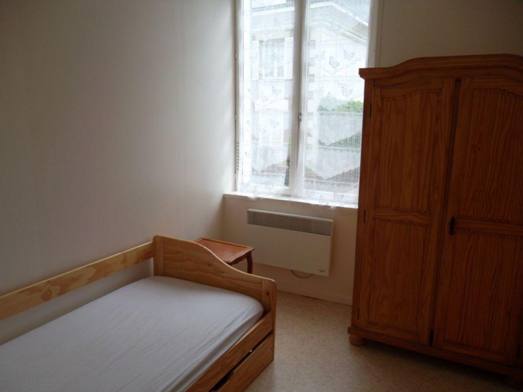 Appartement à louer 2 21.78m2 à Saint-Quentin vignette-2
