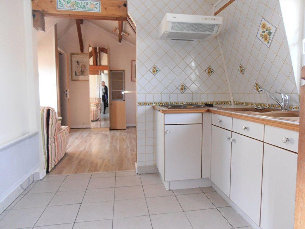 Appartement à louer 1 38m2 à Saint-Quentin vignette-1
