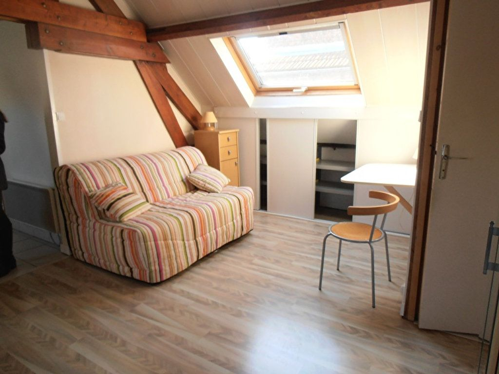 Appartement à louer 1 38m2 à Saint-Quentin vignette-2