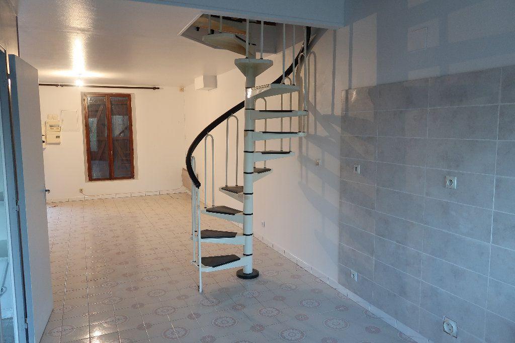 Maison à louer 3 68m2 à Origny-Sainte-Benoite vignette-4