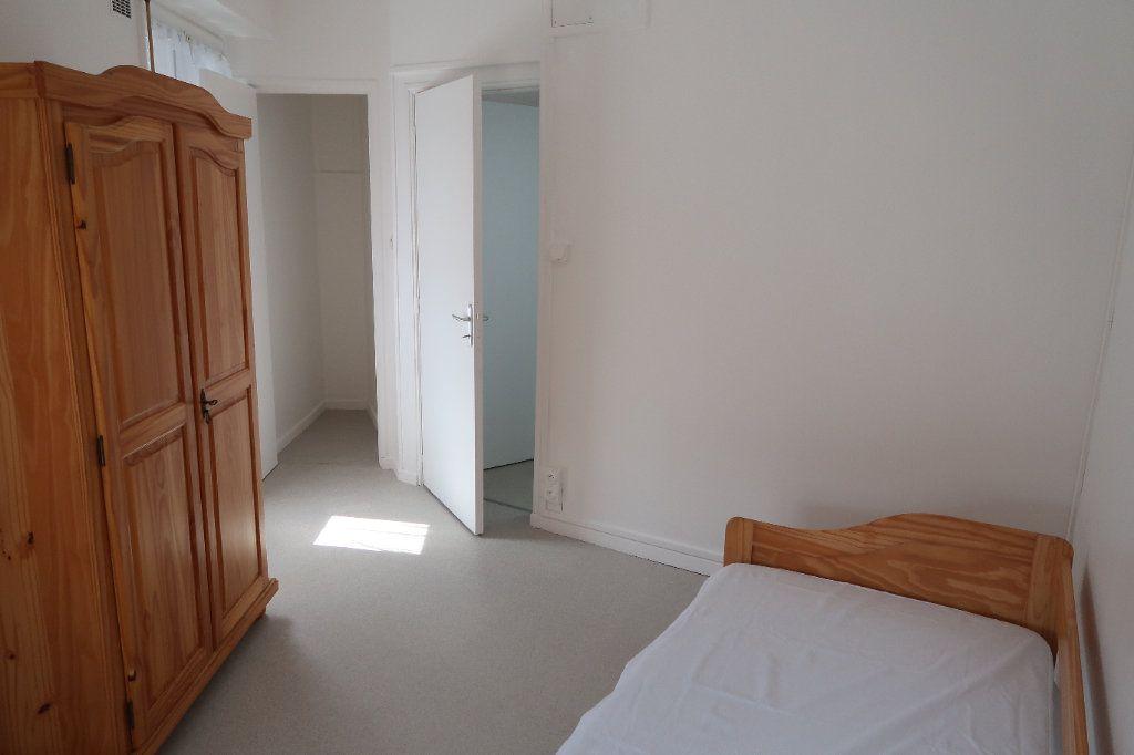 Appartement à louer 1 25m2 à Saint-Quentin vignette-1
