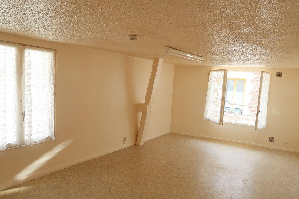 Appartement à louer 1 23m2 à Saint-Quentin vignette-1